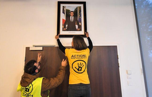 VIDEO. Des militants écologistes dérobent le portrait d'Emmanuel Macron dans une mairie