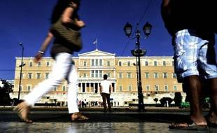 La poussée des partis extrémistes en Grèce ravive les interrogations concernant l'avenir du pays dans la zone euro et pose la question du bien-fondé des programmes d'austérité imposés par l'Europe aux pays que la crise de la dette a plongés dans la tourmente.