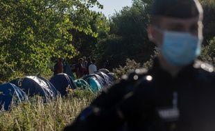 Dans un camp de migrants et migrantes près de Calais, en août.