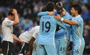 Mario Balotelli a donné la victoire in extremis à Manchester City contre Tottenham, 3 à 2, en marquant un penalty dans le temps additionnel d'un match à rebondissements que le leader a été tout près de perdre, dimanche lors de la 22e journée du Championnat d'Angleterre.