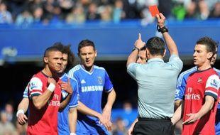 Le défenseur d'Arsenal Gibbs expulsé par erreur lors d'un match contre Chelsea, le 22 mars 2014.