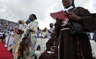 Le nombre de catholiques a augmenté de 15 millions dans le monde en 2010 par rapport à l'année précédente pour atteindre 1,196 milliard, surtout grâce à une progression en Afrique et Asie, selon l'annuaire pontifical 2012 présenté samedi matin au Vatican.