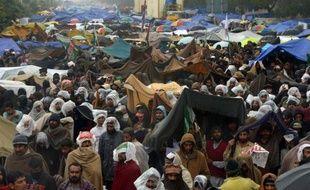 Les milliers de manifestants anti-corruption qui occupaient la capitale pakistanaise Islamabad ont mis fin à leur mouvement jeudi soir après un accord entre leur chef, le religieux Tahir ul-Qadri, et le gouvernement sur des réformes mineures à l'approche des élections.