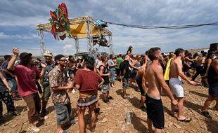 La rave party organisée en Lozère, au cœur du parc national des Cévennes depuis le dimanche 9 août, inquiète la préfecture.