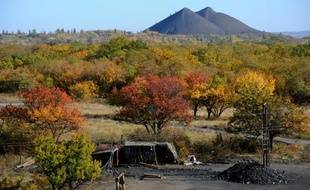 L'entrée d'une mine de charbon illégale, près de Torez, en Ukraine, le 12 octobre 2014