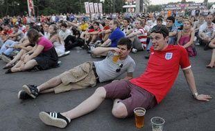 Des supporters anglais dans la Fanzone de Donetsk lors du match Italie-