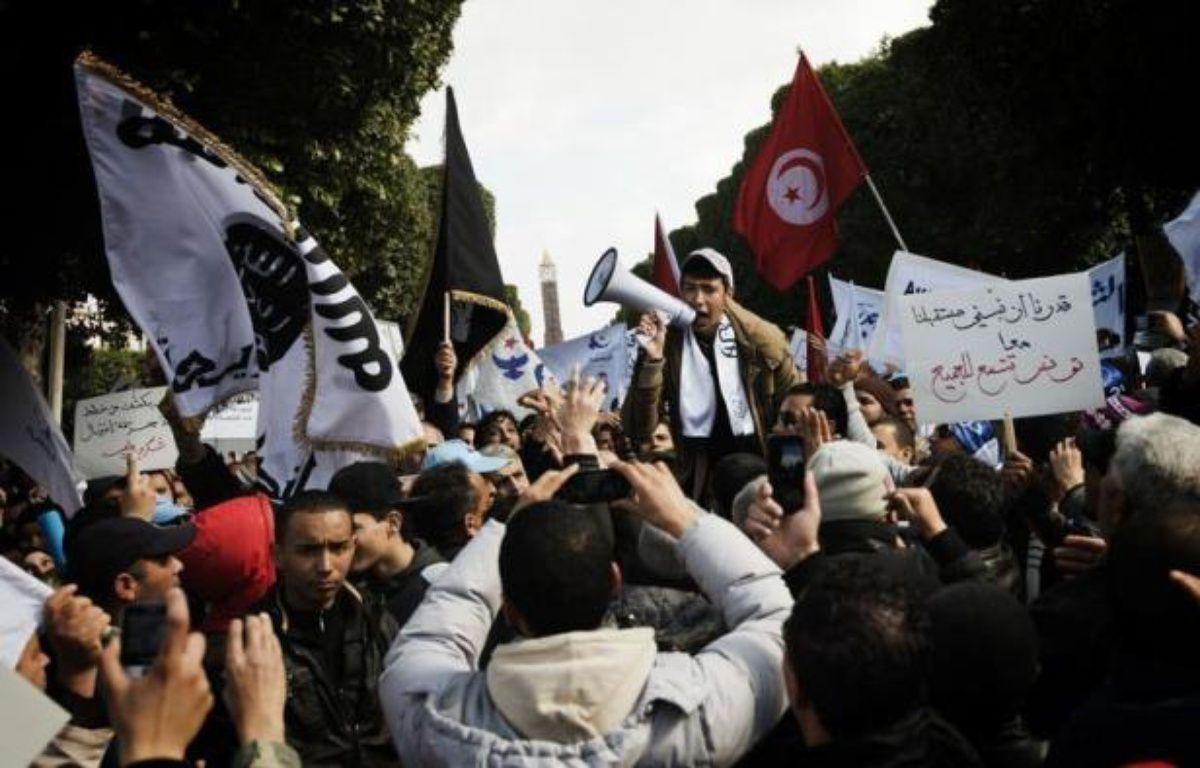Le parti islamiste Ennahda a promis samedi de ne pas céder le pouvoir, devant quelque 15.000 partisans réunis à Tunis, alors que les tractations pour la formation d'un nouveau gouvernement s'éternisent et que le pays vit sa pire crise politique depuis la révolution. – Gianluigi Guercia afp.com