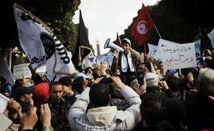 Le parti islamiste Ennahda a promis samedi de ne pas céder le pouvoir, devant quelque 15.000 partisans réunis à Tunis, alors que les tractations pour la formation d'un nouveau gouvernement s'éternisent et que le pays vit sa pire crise politique depuis la révolution.