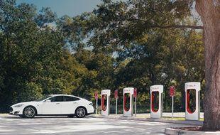Une station de superchargeurs Tesla