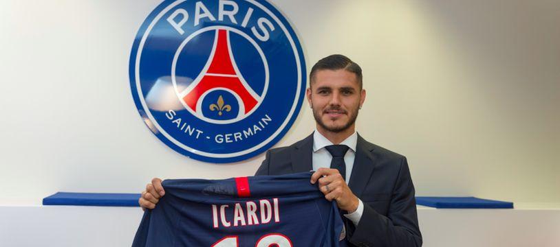 Mauro Icardi avec son maillot officiel du PSG.