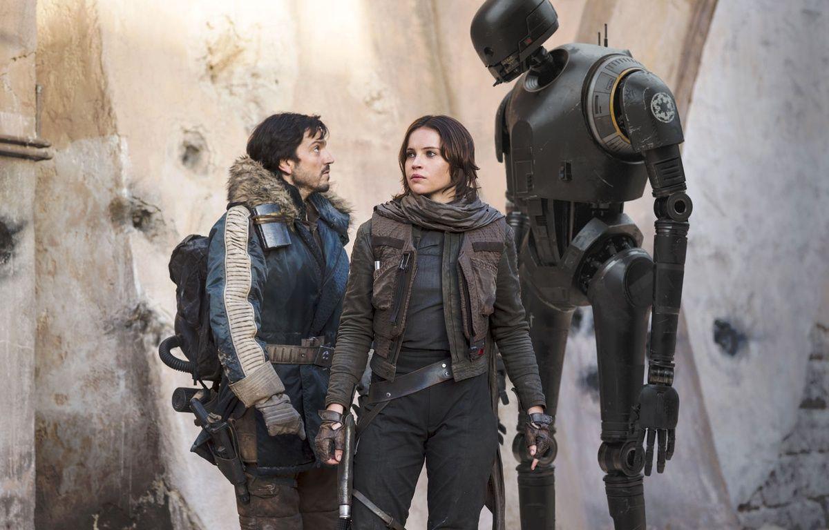 Diego Luna et Felicity Jones dans Rogue One: A Star Wars Story de Gareth Edwards – Jonathan Olley