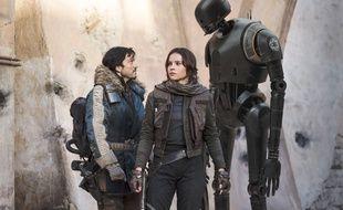 Diego Luna et Felicity Jones dans Rogue One: A Star Wars Story de Gareth Edwards