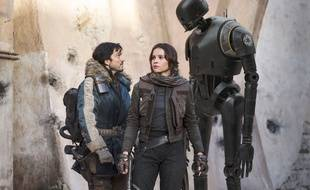 Diego Luna et Felicity Jones dans Rogue One: A Star Wars Story de Gareth Edwards