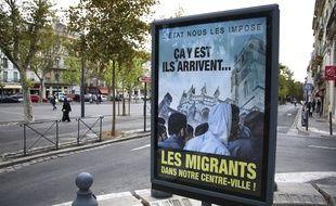 Les fameuses affiches anti-migrants dans les rues de Béziers, le mercredi 12 octobre.
