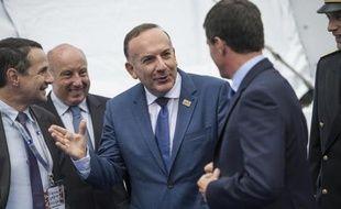Pierre Gattaz accueille Manuel Valls à l'université d'été du Medef le 27 août 2014 à Jouy-en-Josas
