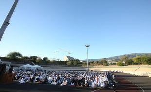 A La Réunion, la grande prière commune de l'Aïd ul-Fitr, qui marque la fin du ramadan, est célébrée en plein air. Ici en 2016 au vélodrome de Champ-Fleuri, à Saint-Denis, le chef-lieu.