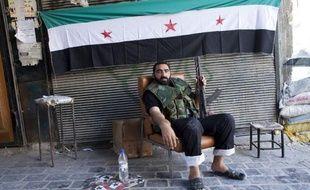 Ils ont un objectif commun: abattre le régime de Bachar al-Assad. Mais pour le reste: leur financement, leurs armes et même la manière de mener le combat, les groupes rebelles syriens présentent de profondes divergences.