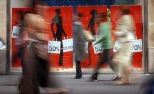 Les soldes ont démarré mercredi à 08H00 dans toute la France, les commerçants promettant d'importants rabais pour attirer un consommateur moins dépensier et au moral en berne, en pleine polémique sur une éventuelle libéralisation de cette grand-messe de la consommation.