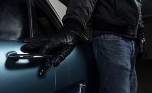 Sans être paranoïaque, mieux vaut jeter un coup d'œil à la ronde avant d'ouvrir son véhicule pour éviter les risques de <em>car-jacking</em>.