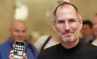 Le choix d'Apple pour la France pourrait être annoncé lors du salon grand public Apple Expo, qui ouvre ses portes à Paris mardi 25 septembre. Orange, filiale de France Télécom, est donné favori. Comme O2, il domine le marché local, de quoi ramener dans les filets d'Apple un maximum de clients. Selon le site spécialisé Mac4Ever.com, l'iPhone serait mis en vente en France à partir du 22 novembre à 400 euros.