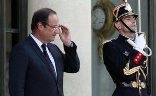 """A la veille du Conseil des ministres de rentrée, François Hollande va devoir """"passer à la vitesse supérieure"""", pour ne pas alimenter """"le début d'un procès en immobilisme"""", selon les éditorialistes de la presse nationale et régionale."""