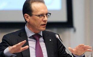 """Le commissaire européen chargé de la Fiscalité, Algirdas Semeta, a appelé mardi à """"progresser"""" sur le dossier de la taxe sur les transactions financières, enlisé depuis un an."""