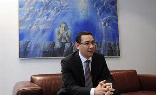 Sommé par Bruxelles de respecter l'Etat de droit dans son conflit avec le président suspendu Traian Basescu, le Premier ministre roumain Victor Ponta tentait vendredi de fournir des garanties, la coalition étant soupçonnée de tergiverser sur les règles du référendum de destitution.