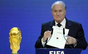Le président de la Fifa Sepp Blatter s'apprête à dévoiler le nom du pays hôte du Mondial-2022 de football, à savoir le Qatar, le 2 décembre 2010 à Zurich