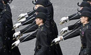 """Il faut ouvrir aux minorités """"les lieux où se forme l'élite"""" en favorisant leur accès aux grandes écoles, un objectif qui passe par une réhabilitation du statut de boursier hérité de la IIIe République, a déclaré mercredi Nicolas Sarkozy à l'Ecole polytechnique."""