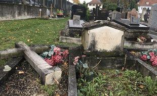 Une vingtaine de stèles ont été vandalisées au cimetière Saint Urbain de Strasbourg.