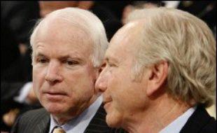 L'intervention de Vladimir Poutine s'est attirée aussitôt les vives critiques du sénateur américain John McCain, l'un des candidats possibles du parti républicain à la présidence en 2008