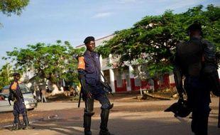 Les résultats complets provisoires de la présidentielle du 28 novembre en République démocratique du Congo prévus le 6 décembre ont été repoussés de 48 heures maximum, a annoncé la Commission électorale (Céni) à Kinshasa, quadrillée par la police.