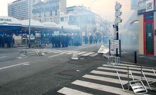 Affrontements entre forces de l'ordre et manifestants à Montreuil (Seine-Saint-Denis) le 13 juillet 2009.