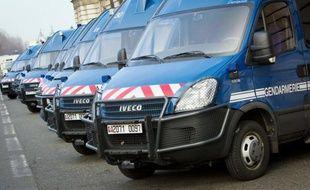 Un détenu, extrait de sa cellule et placé en garde à vue dans les locaux de la gendarmerie d'Orange (Vaucluse), a pris la fuite à l'occasion d'une pause cigarette mercredi après-midi, a-t-on appris auprès de la gendarmerie.