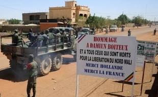 La menace jihadiste restait bien présente jeudi dans la région de Gao (nord du Mali) au lendemain de la découverte d'un engin explosif de 600 kilos, alors qu'à Bamako, le capitaine putschiste Amadou Haya Sanogo, discret depuis un mois, revenait sur le devant de la scène.
