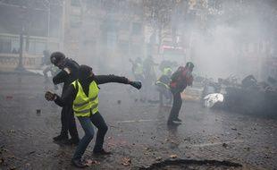 Des casseurs sur les Champs-Elysées le 24 novembre.