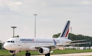 Un avion d'Air France à l'aéroport de Paris Charles de Gaulle, le 23 avril 2018.
