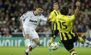 Cristiano Ronaldo face à Mats Hummels lors d'un duel entre Dortmund et le Real Madrid, le 6 novembre 2012