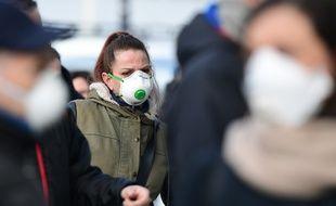 Un personne avec un masque pendant l'épidémie de Coronavirus en Italie.