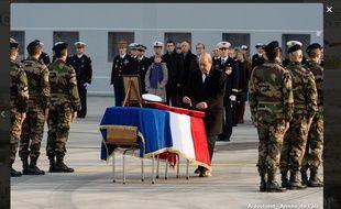 Le ministre de la défense Jean-Yves Le Drian a rendu hommage à Alexis Guarato, soldat français mortellement blessé au Mali, le 3 décembre 2015.