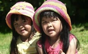 La France comptait fin 2009 environ 416.000 jumeaux et 12.000 triplés de moins de 20 ans, des naissances multiples qui n'empêchent pas le taux d'activité de leurs mères d'être similaire à celui des autres mamans, selon une étude de la Caisse nationale des allocations familiales (Cnaf) publiée mercredi.