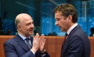 Le commissaire aux Affaires économiques Pierre Moscovici (à gauche) et le président de l'Eurogroupe Jeroen Dijsselbloem, le 11 juillet 2016 à Bruxelles.