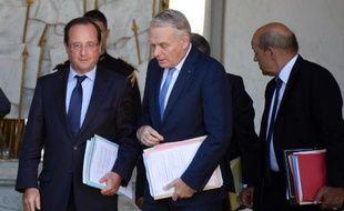 La cote de confiance de François Hollande reste stable en septembre à 27% tandis que celle de Jean-Marc Ayrault gagne un point par rapport à juillet, s'établissant à 27% aussi, selon le baromètre mensuel TNS Sofres/Le Figaro Magazine.