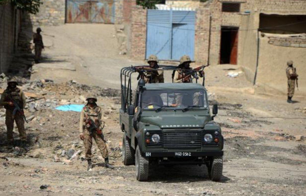 Des soldats pakistanais en patrouille lors d'une opération contre des talibans à Miranshah dans le Waziristan du Nord, le 9 juillet 2014 – Aamir Qureshi AFP