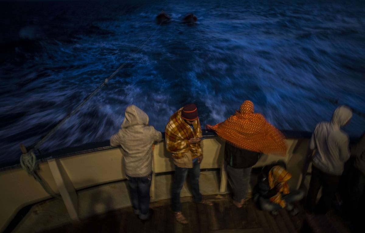Des migrants soudanais et bengalis à bord d'un bateau de secours de l'ONG Open Arms. – Santi Palacios/AP/SIPA