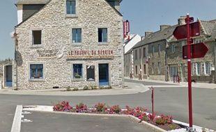 Vue de Berrien, dans le Finistère (place du 19-Mars 1962).