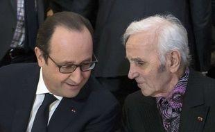 François Hollande et Charles Aznavour à Paris, le 28 janvier 2015.