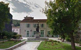 La mairie de Saint-Pons-de-Thomières.