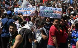 Au Chili, les manifestations ont débuté après une augmentation des tarifs du métro.