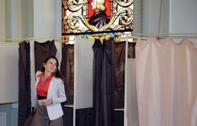François Hollande gagne onze points de popularité depuis avril ce qui lui permet, avec 69% d'opinions favorables, d'accèder à la deuxième place du tableau de bord Paris-Match Ifop publié mardi, derrière le maire de Paris Bertrand Delanoë (+7 points à 72%).